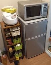 冷蔵庫、電子レンジ、炊飯器、ワゴンラック、袋ゴミ回収処分